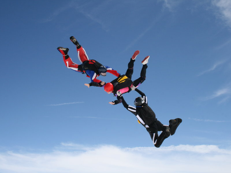 skok padákem cena - skok za dozoru dvou instruktorů