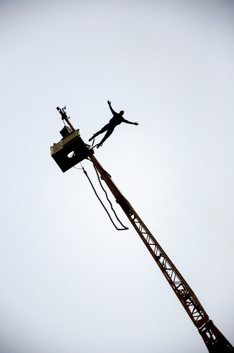Bungee jumping z jeřábu v Plzni