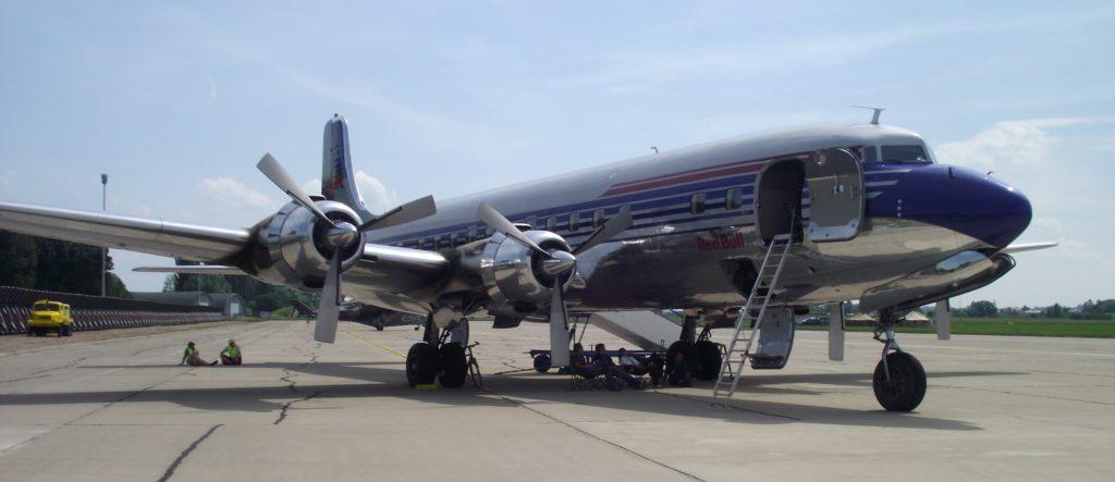 Dopravní letadlo McDonnell Douglas DC-6B na Aviatické pouti, letecký simulátor
