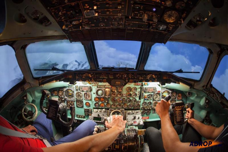 Kokpit řízení dopravního letadla Douglas DC-9 v Liberci