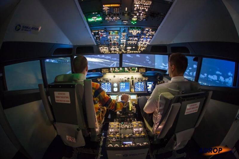Simulátor letadla Boeing 737 a jeho kokpit